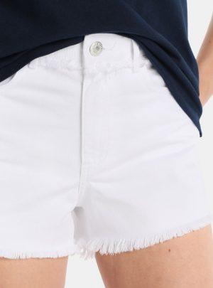 Short de jean blanco desflecado Tiro alto elastizado. Inquieta. SH172