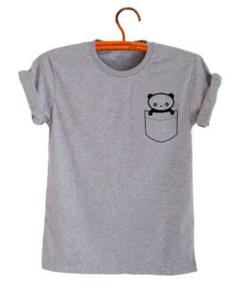 Remera Panda bolsillo estampado